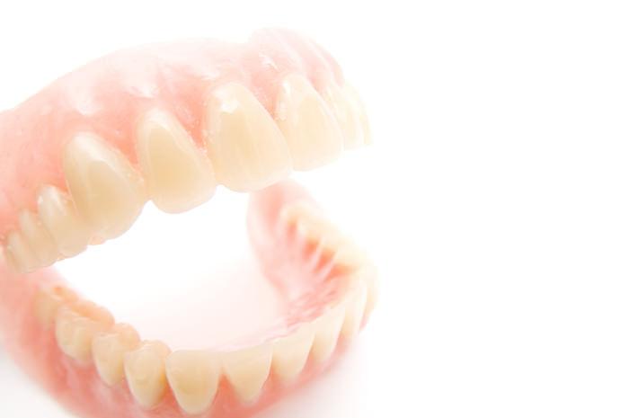 入れ歯とは?